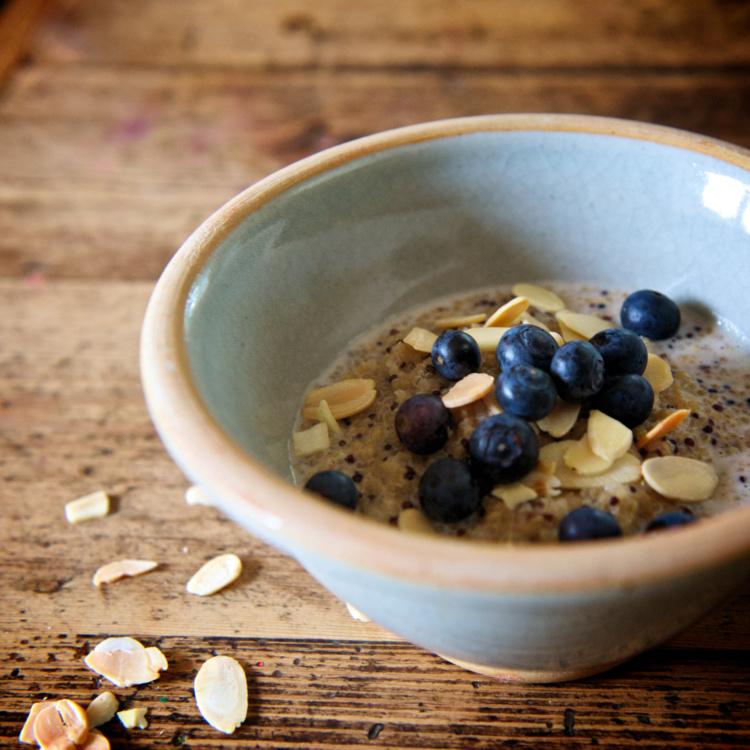 Une recette de porridge de quinoa à la cannelle
